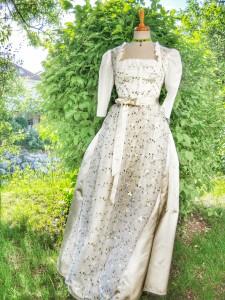 Brautdirndl aus unserem hauseigenen Atelier - komplett mit besticker Organza-Schürze € 399.-
